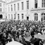 Studenten versammeln sich auf dem Hof der Sorbonne am 6. Mai 1968.