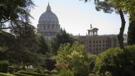 Blick auf den Petersdom in Vatikan Stadt