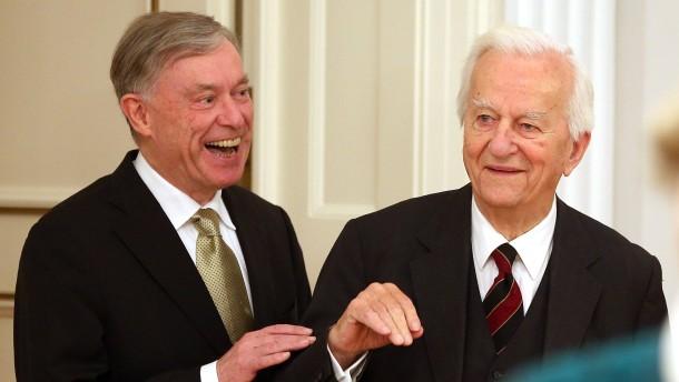 Gauck verleiht Bundesverdienstkreuz an Barenboim