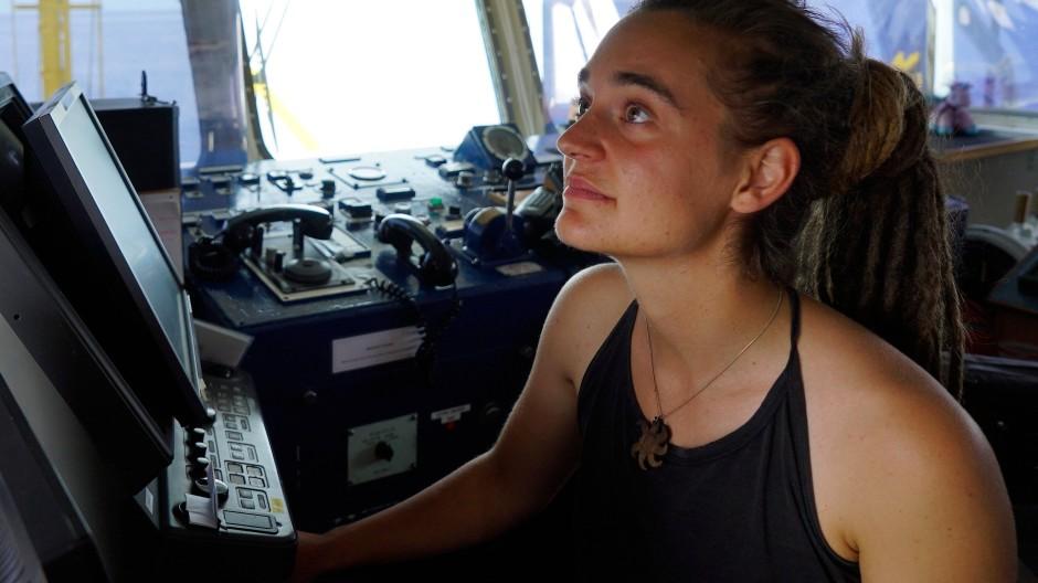 Vorbild für viele EKD-Geistliche: Sea-Watch-Kapitänin Carola Rackete