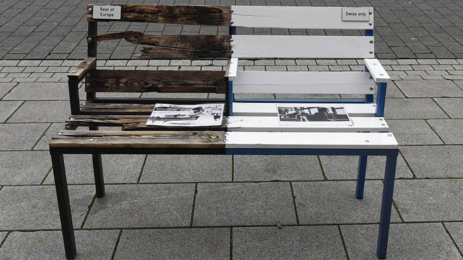 Symbol: Anti-Apartheid Bank - aufgestellt auf der Frankfurter Buchmesse.
