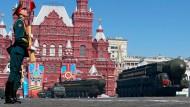 Roter Platz in Moskau während einer Militärparade am 9. Mai 2014