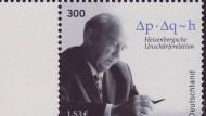 Werner Heisenberg und seine Unschärferelation auf einer Briefmarke am 01. Januar 2012
