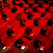 Die einen lesen ihn so, die anderen so: Gläubige Muslime studieren den Koran.