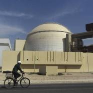 Reaktorgebäude am Atomkraftwerk Buschehr im Oktober 2010.