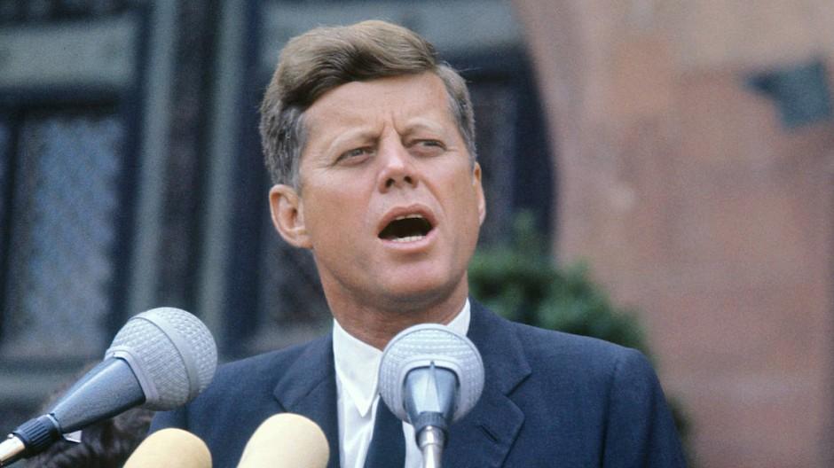John F. Kennedy im Juni 1963 vor dem Römer in Frankfurt.