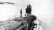 """Pause auf der """"Feindfahrt"""": Seiner Majestät Unterseeboot """"U 35"""" im Mittelmeer"""