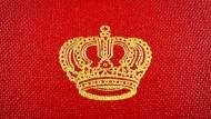"""Reproduktion der geprägten Krone auf dem Buchdeckel des Buches """"Gothaisches Genealogisches Handbuch-Deutsches Adelsarchiv"""", fotografiert am 17.09.15 in Frankfurt."""