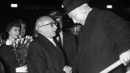 Theodor Heuss und Bundesminister Schäffer 1958