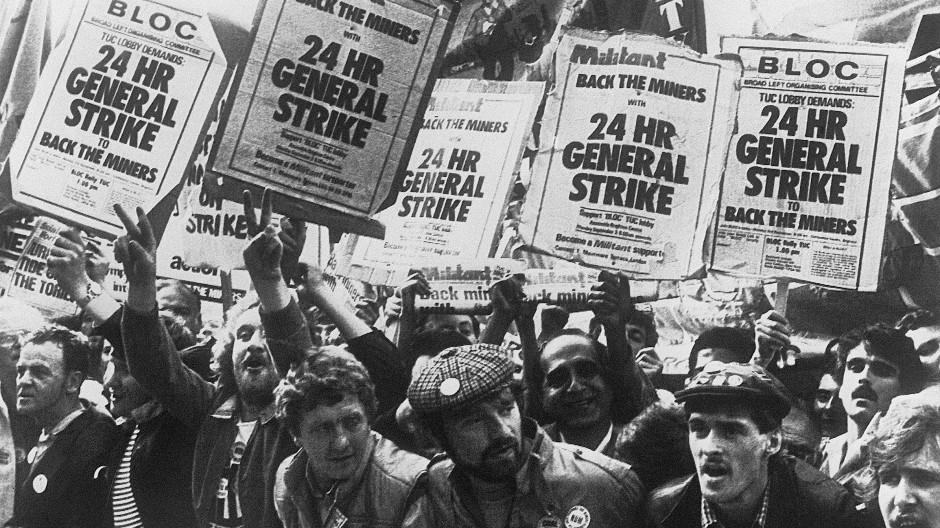 Britische Bergarbeiter streiken 1984 monatelang gegen die Regierung Thatcher.