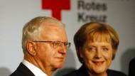 Rudolf Seiters und Kanzlerin Angela Merkel am 25. Oktober 2007 in Berlin