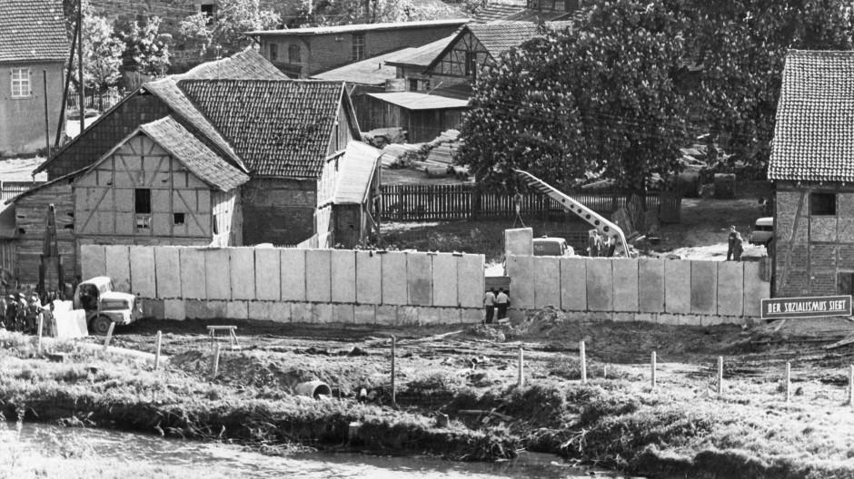 Grenzbefestigung in Vacha an der hessisch-thüringischen Grenze 1962.