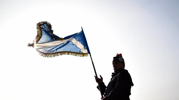 Tausende Erzkonservative demonstrieren gegen Unabhängigkeit