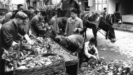 Graue Vorzeit: Pekinger Straßenhändler im Mai 1978.