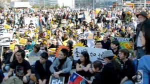 Taiwaner demonstrieren am Alexanderplatz