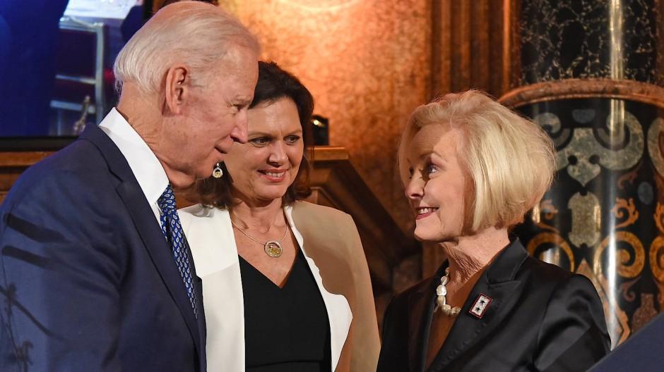 Joe Biden und Cindy McCain im Februar 2018 in München