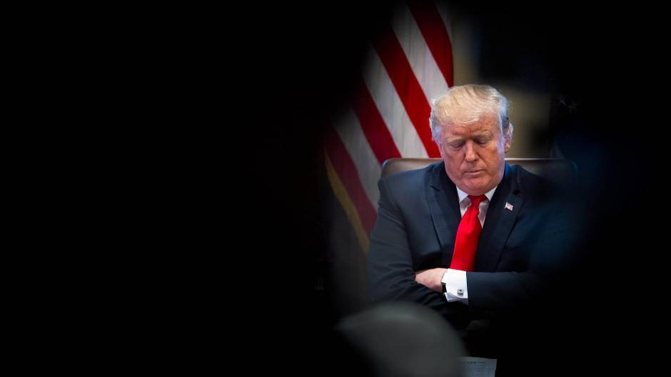Ein nachdenklicher Donald Trump: Der Regierungsstillstand hält an – und wenn es nach ihm geht, darf er das auch.