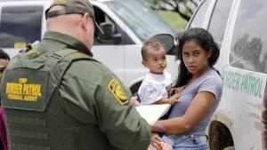 Behörden setzen Verfolgung von Familien aus