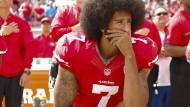 War der Erste: Quarterback Colin Kaepernick kniet während der Nationalhymne