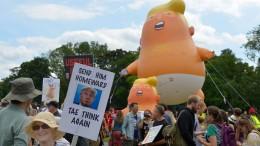 Trump golft, Baby Donald fliegt wieder