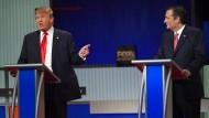 Der republikanische Präsidentschaftsbewerber Donald Trump bezweifelt die Herkunft seines Kontrahenten Ted Cruz.