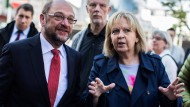 Blicken mit einer gewissen Portion Skepsis in die Zukunft: SPD-Kanzlerkandidat Schulz (l.) und NRW-Ministerpräsidentin Kraft (r.)