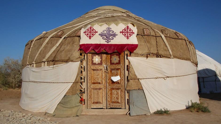 Mit Lehm verstärkt und überraschend komfortabel: Usbekische Jurte.
