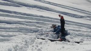Der Sohn hat mit seinen neun Jahren schon drei Skikurse hinter sich, der Vater stand mit mehr als vierzig erst eine Handvoll Tage lang auf der Piste: Über eine ungleiche Begegnung an der Hohen Salve in Tirol.