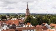 Weit und breit kein Meer, auch wenn die Werbung anderes suggeriert: Stadtkirche in Jever.