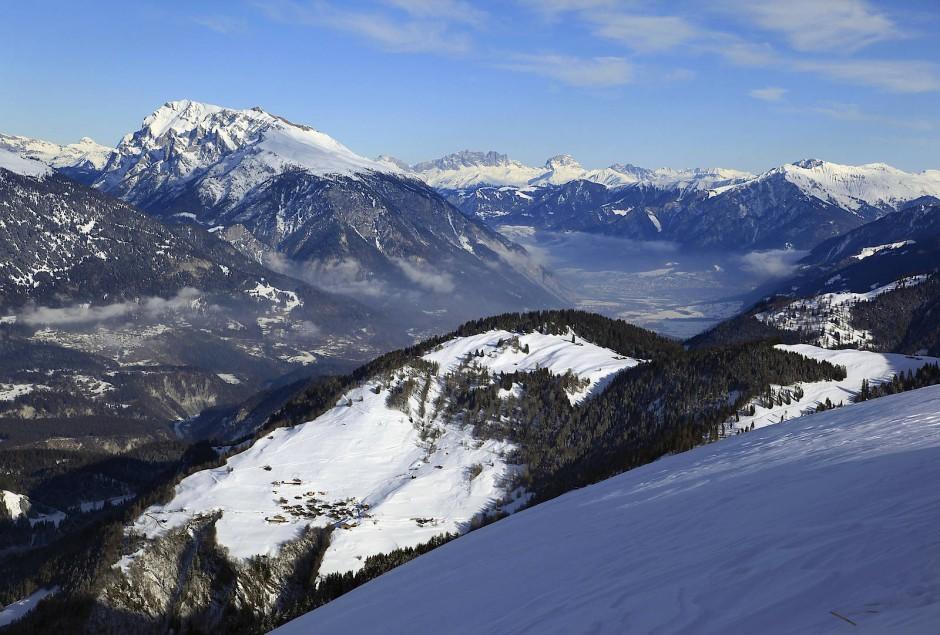 Blick von der Dutjer Alm nach Brün und etwas weiter nach Chur.
