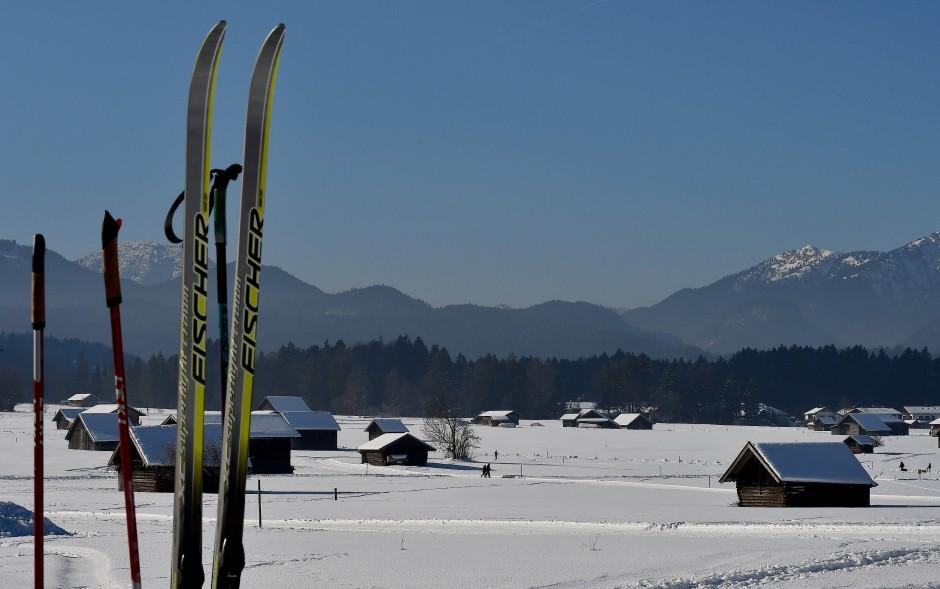 Oben zwei unabhängige Skigebiete, dazwischen die Langläufer, und im Sommer kommen die Landwirte wieder zum Zug.