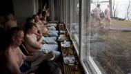 Sauna hat in Finnland wenig mit Wellness zu tun, eher mit Gemeinschaft und Leid und Platz für mehr Bier.