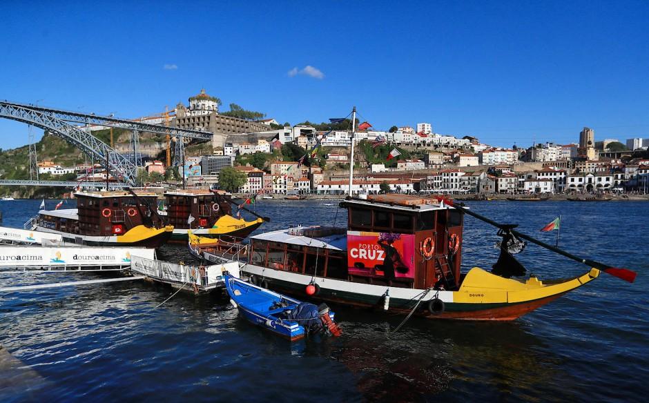 Früher war der Portwein das wichtigste Handelsgut, das über den Douro verschifft wurde. Heute transportieren die Boote vor allem Touristen.