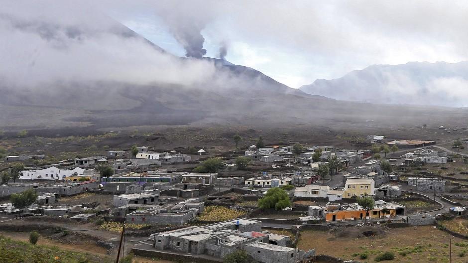 Die Menschen auf der Insel Fogo haben gelernt, mit den Launen ihres Vulkans zu leben. Und sie verzeihen ihm jeden Wutausbruch.