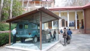 Mit einer Kastenente um die halbe Welt: Das Omidvar-Museum in Teheran