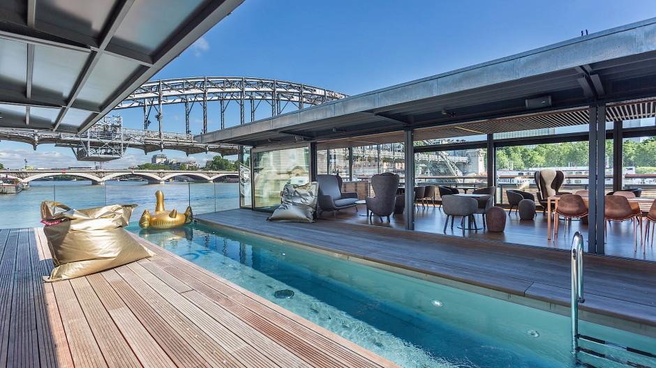 Für etwa dreißig Jahre ist das Bauwerk ausgerichtet: Sein Architekt hat sich auf halbnomadische Strukturen auf dem Wasser spezialisiert.