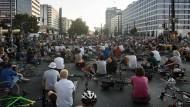 Gefährliches Verkehrsmittel: Mahnwache für einen getöteten Radfahrer.