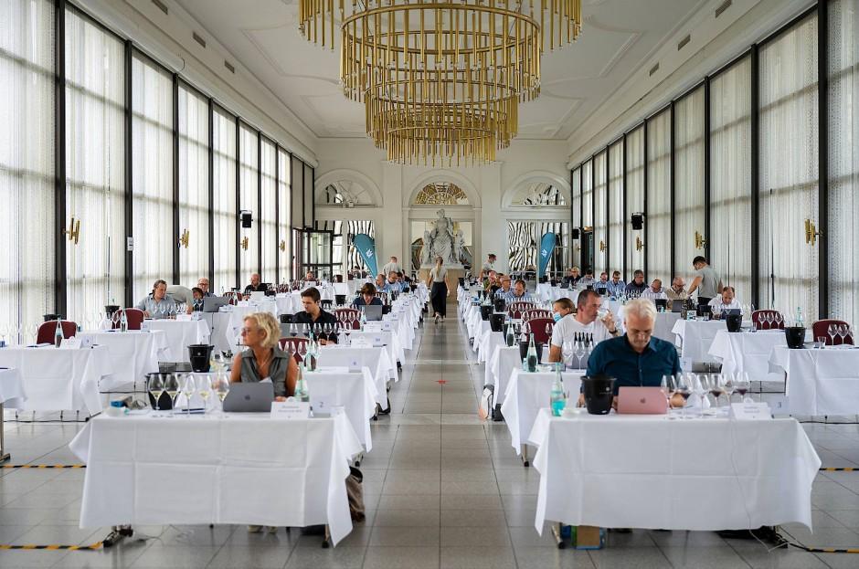Viel Vergnügen bei der harten Arbeit: Die Großen Gewächse des Verbands Deutscher Prädikatsweingüter werden verkostet.