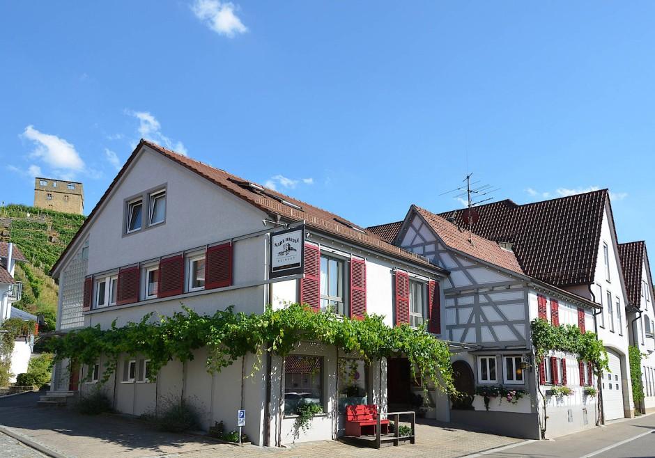 Auch Weinbauern sind Häuslebauer: der Stammsitz der Familie Haidle in Stetten.