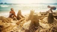 Ideale Welten werden aus Sand gebaut, jeden Sommer.