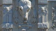 Die Macht der Phantasie: Ein Büffelschädel wird an einer New Yorker Hausfassade zum Ossenkopp.