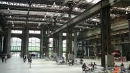 Neues Leben in alten Hallen: Die ehemalige Gießerei heißt jetzt Puls 5 und bietet Ausstellungsfläche, Läden und Gastronomie mit Industriecharme.