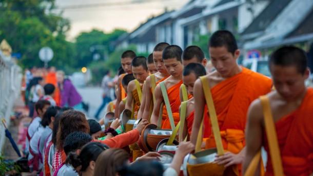 Buddha darf in den Himmel, Onkel Ho darf es nicht