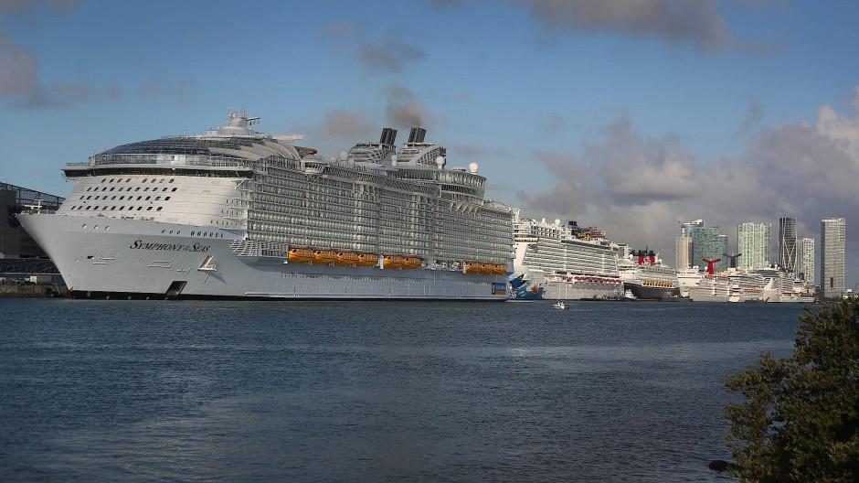 Die neun Liegeplätze im Port of Miami sind voll belegt. Sie sind auch deshalb begehrt, weil der Hafen zunächst für 30 Tage die recht happigen Liegegebühren ausgesetzt hat.