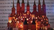 Die stolze Stadt des Marzipans: Lübeck als Lichterglanzreplik im Museum der Firma Niederegger.