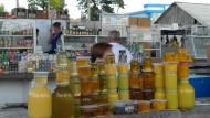 Versorgungslage postsozialistisch: In Transnistrien erinnert zwar noch vieles an die alte Sowjetunion - nicht aber das Warenangebot im öffentlichen Raum.