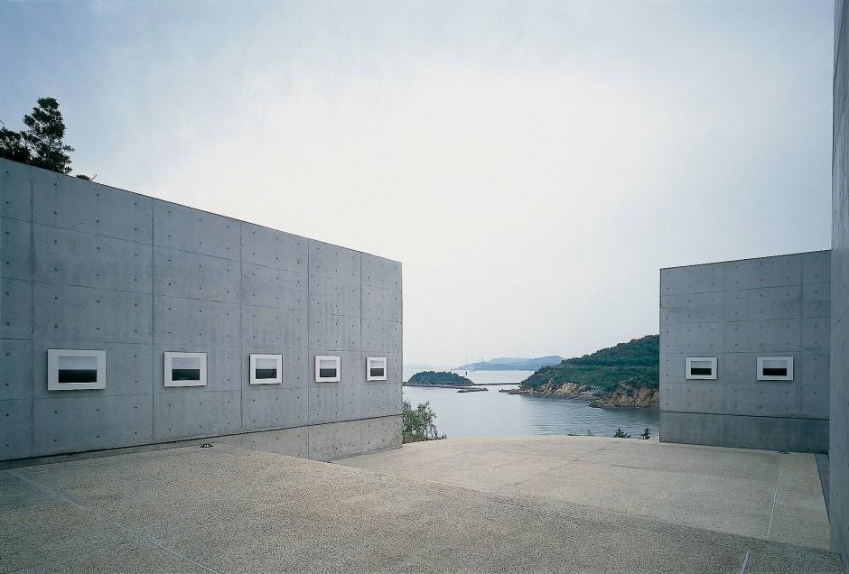 """Das """"Kunstmuseum in der Erde"""", entworfen vom Architekten Tadao Ando. Es ist nur drei Künstlern gewidmet – Claude Monet, James Turrell und Walter De Maria."""