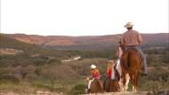 Höhepunkt des Cowboy-Lebens sind die Ausritte, bei denen wir vermutlich schon aus versicherungstechnischen Gründen auf wilde Verfolgungsjagden verzichten müssen.