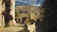 Sieht aus wie eine Gasse, ist aber eigentlich ein Hotelflur: im Borgo Egnazia.