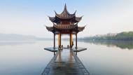 Chinesischer Sehnsuchtsort: Der Westsee mit Pagode in Hangzhou.